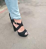 Босоножки замшевые черного цвета на устойчивом каблуке носок открыт пятка закрыта переплет Код 1583 1