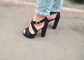 Босоножки замшевые черного цвета на устойчивом каблуке носок открыт пятка закрыта переплет Код 1583