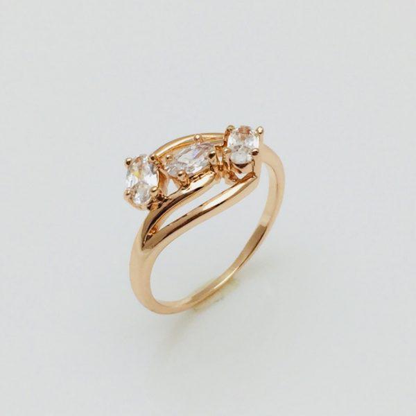 Женское кольцо Три камешка цирконий, размер 18  ювелирная бижутерия