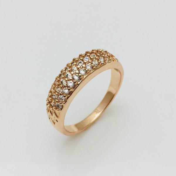 Кольцо в камнях, размер 16   ювелирная бижутерия