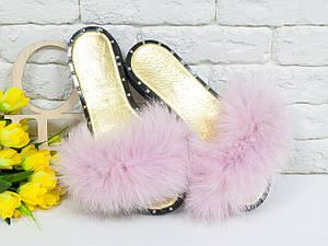 Легкие женские шлепанцы из натуральной белой кожи и розового меха песца. Пошив под заказ