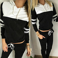 Стильный женский спортивный костюм. На брюках по бокам два кармана. Кофта с капюшоном, цвет чёрный