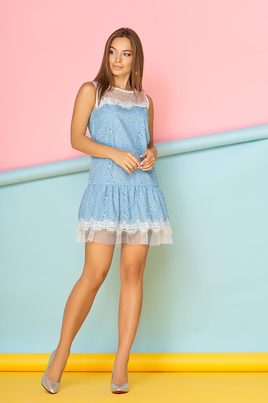 Летнее платье мини полуоблегающее без рукав с кружевами синее с цветами