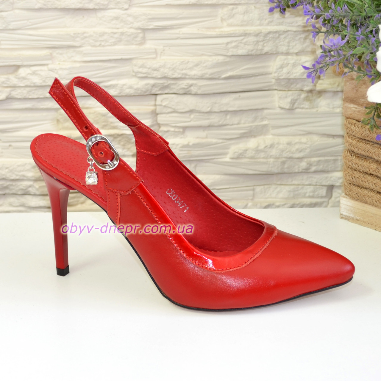 Стильные кожаные туфли женские на шпильке, цвет красный
