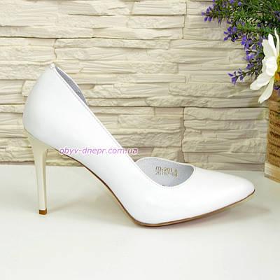 Стильные женские туфли на шпильке, натуральная кожа белого цвета
