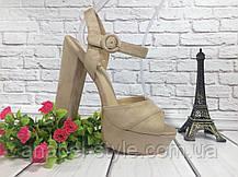 Босоножки замшевые на толстом каблуке бежевого цвета открыты носок и пятка Код 1641, фото 2
