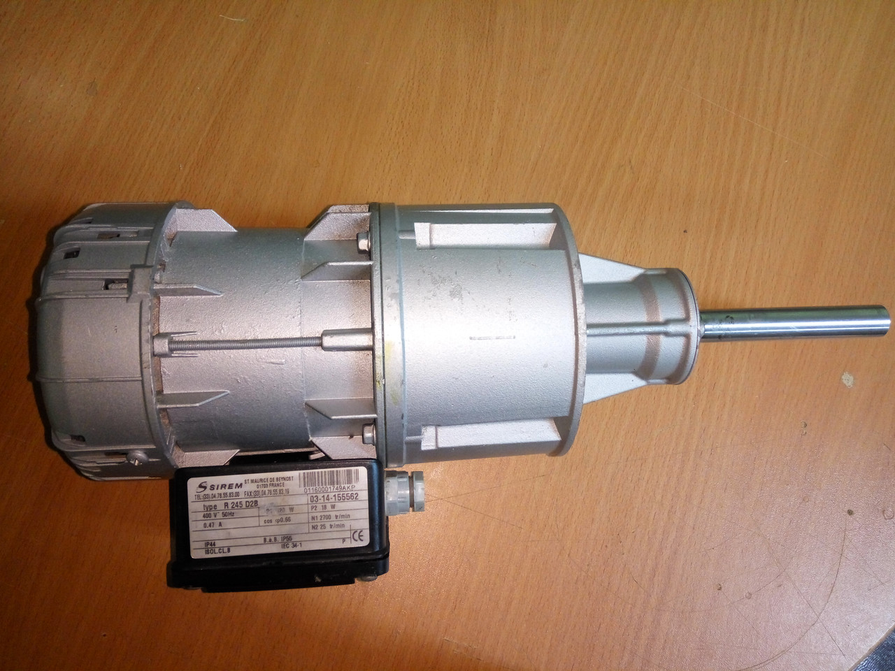 Мотор-редуктор R245D2B мешалки танка-охладителя молока Alfa Laval