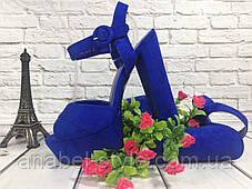 Босоножки замшевые на толстом каблуке цвета электрик открыты носок и пятка Код 1643, фото 2