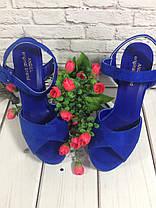Босоножки замшевые на толстом каблуке цвета электрик открыты носок и пятка Код 1643, фото 3