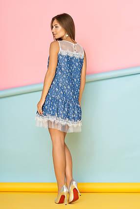 Легкое платье мини низ рюши полуоблегающее фатин синее с цветами, фото 2