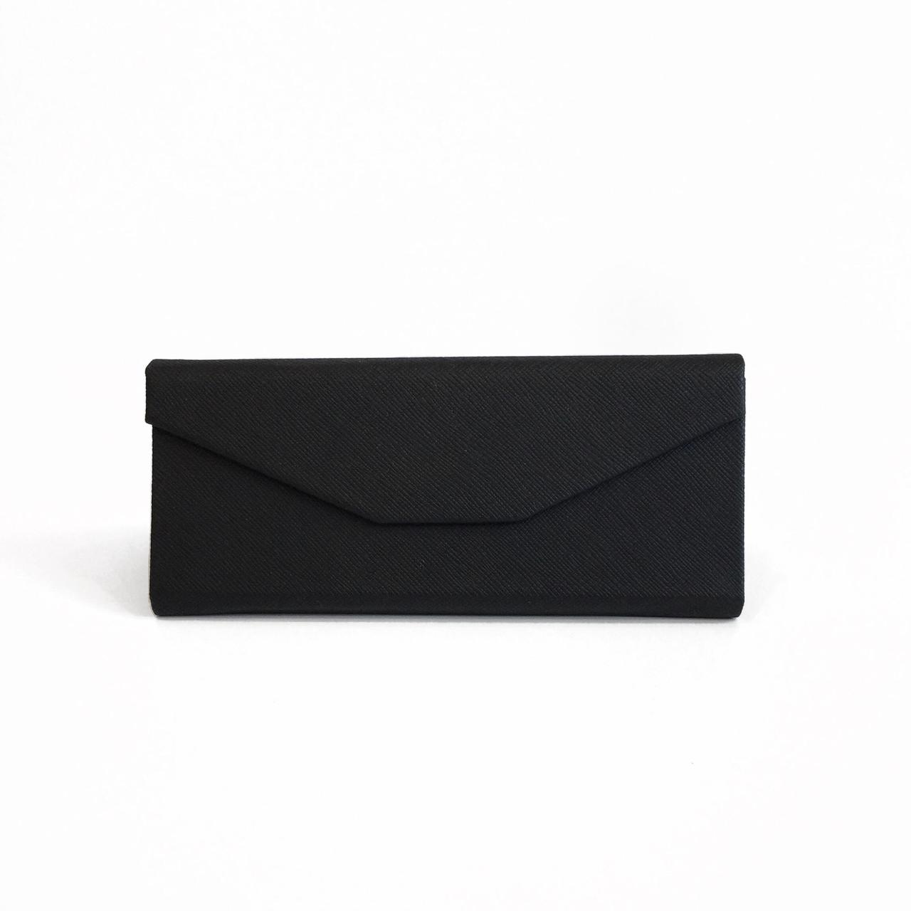 Чёрный кожаный смарт чехол для солнцезащитных очков
