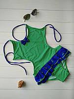 Пляжный купальник с открытой спиной вырезами по бокам и баской