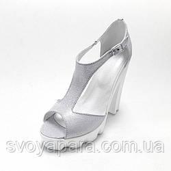 Босоножки женские серебристые кожаные на устойчивом каблуке (02422)