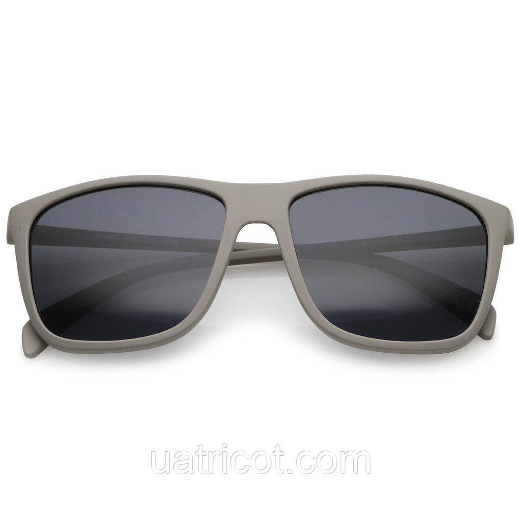 Мужские квадратные солнцезащитные очки в серой матовой оправе
