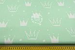"""Ткань хлопковая """"Нарисованные короны"""" белые на салатовом (№1327а), фото 2"""