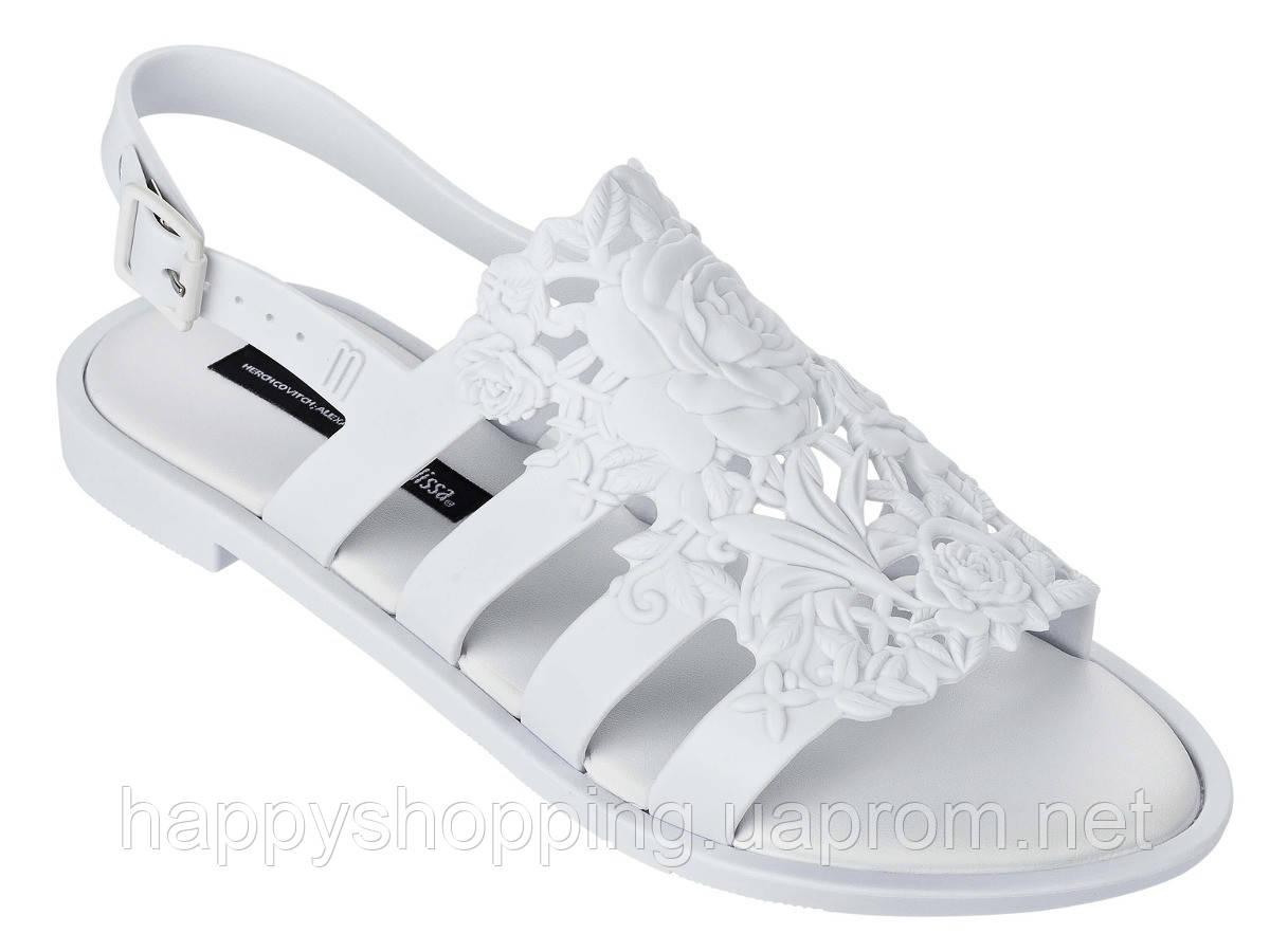 Женские белые пахнущие босоножки  бразильского бренда Melissa