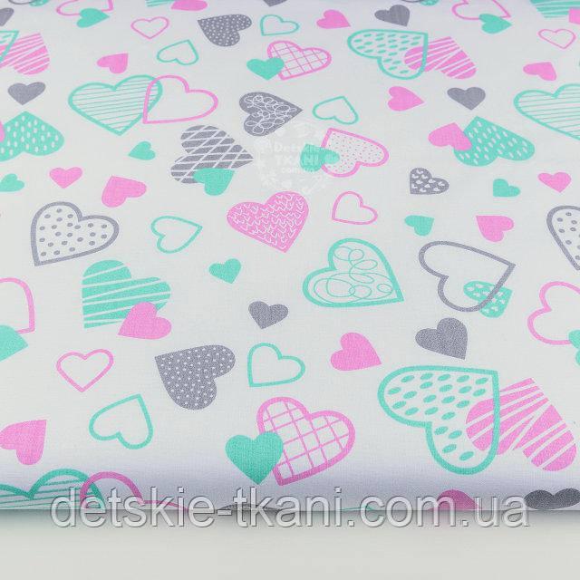 """Лоскут ткани №1179 """"Мятные, розовые и серые сердца с узорами на белом фоне"""""""