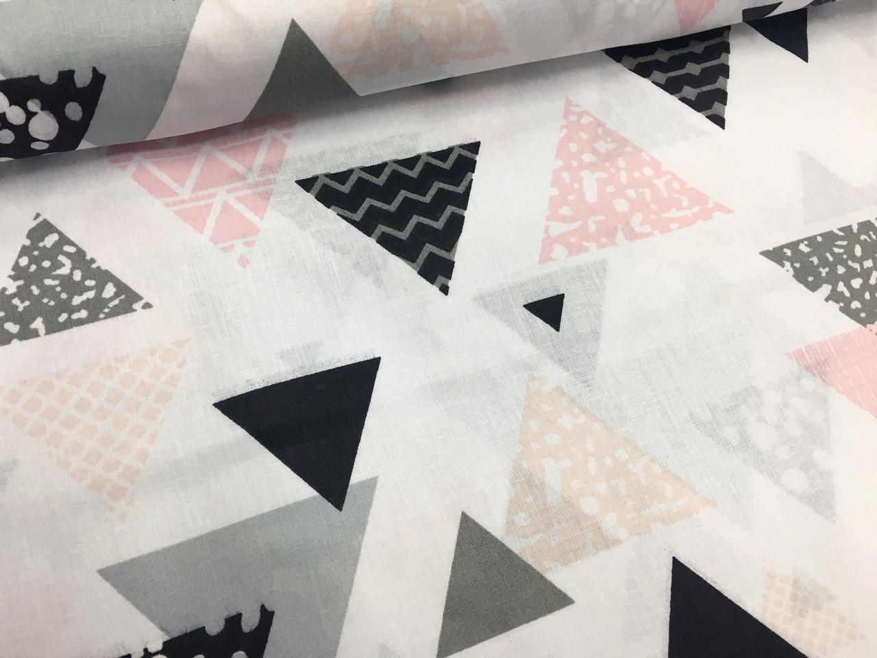 """Польская хлопковая ткань """"треугольники черно-розовые большые на белом"""""""