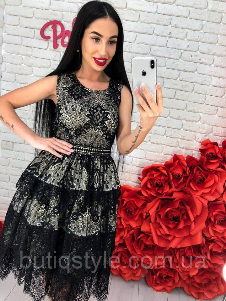 Красивое женское платье с дорогим кружевом