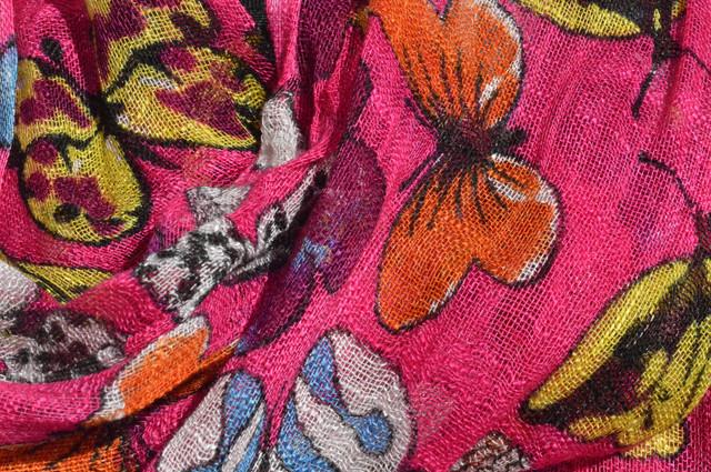 Женский малиновый шарф из льна фото 2