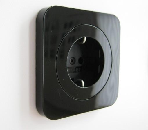 Розетка с заземлением BERKER R1 чёрная