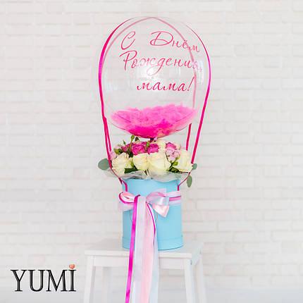 Композиция flowerbox: Шар Bubble с малиновой надписью С Днем Рождения, мама!, малиновыми перьями и малиновой, фото 2