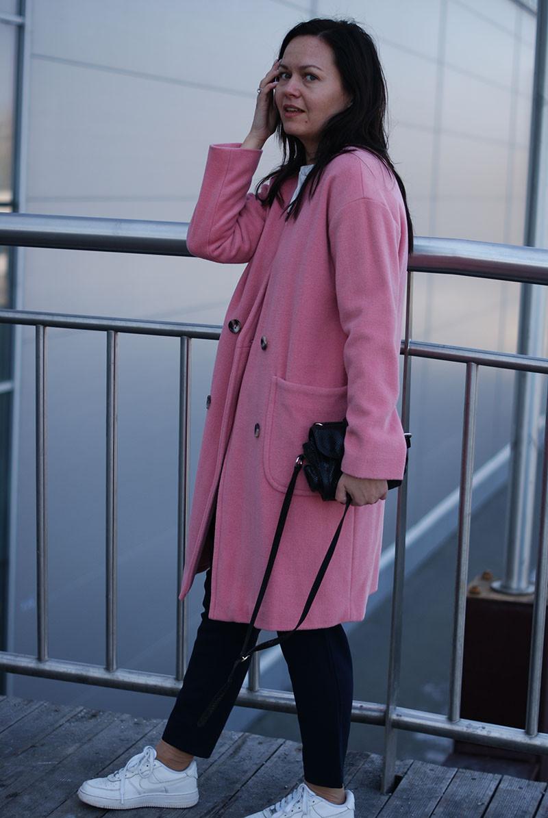 Женское розовое пальто из шерсти