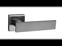 Ручка дверная Lina 4 на квадратной розетке Хром матовый