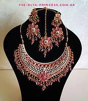 Индийские  украшения к сари, под золото с разноцветными камнями, набор тика, серьги, колье ., фото 1