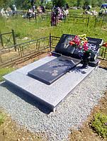 Изготовленный памятник из гранита в форме книги в Симферополе