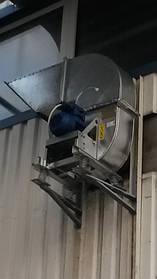 Взрывозащищенный центробежный вентилятор ВЕЗА системы вытяжки с вентиляционного шкафа для зарядки аккумуляторных батарей для электрокар, на заводе слабоалкогольных напитков в Жашкове.