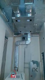 Приточно-вытяжная установка подвесного  типа противоточным канальным рекуператором. ПВУ установлена в офисном помещении, по желанию заказчика открытым способом (стиль Loft).