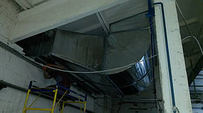 Монтаж воздуховодов вытяжной системы с градильной. Отвод теплоизбытков от кондинсационных блоков на крышу цеха.