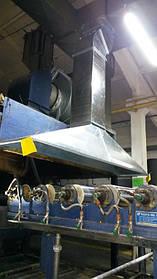 Пример монтажа фронтально-вспомогательного вытяжного зонта над печью конвеерной линии по выпуску утеплителя.