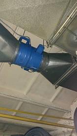 Вентилятор дымоудаления вспомагательной вытяжной системы конвеерной линии. Смонтирован под потолком цеха, управляется частотным преобразователем.
