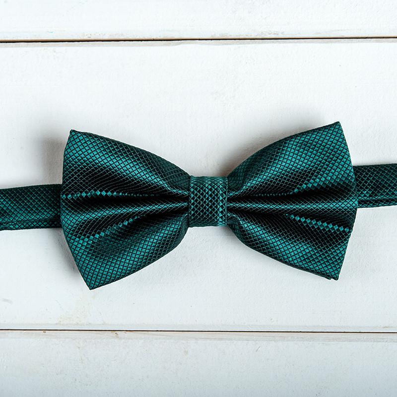 Изумрудная галстук -бабочка
