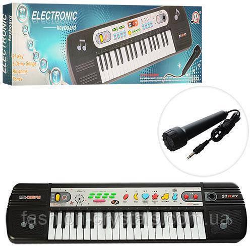 Детский синтезатор с радио и микрофоном 035
