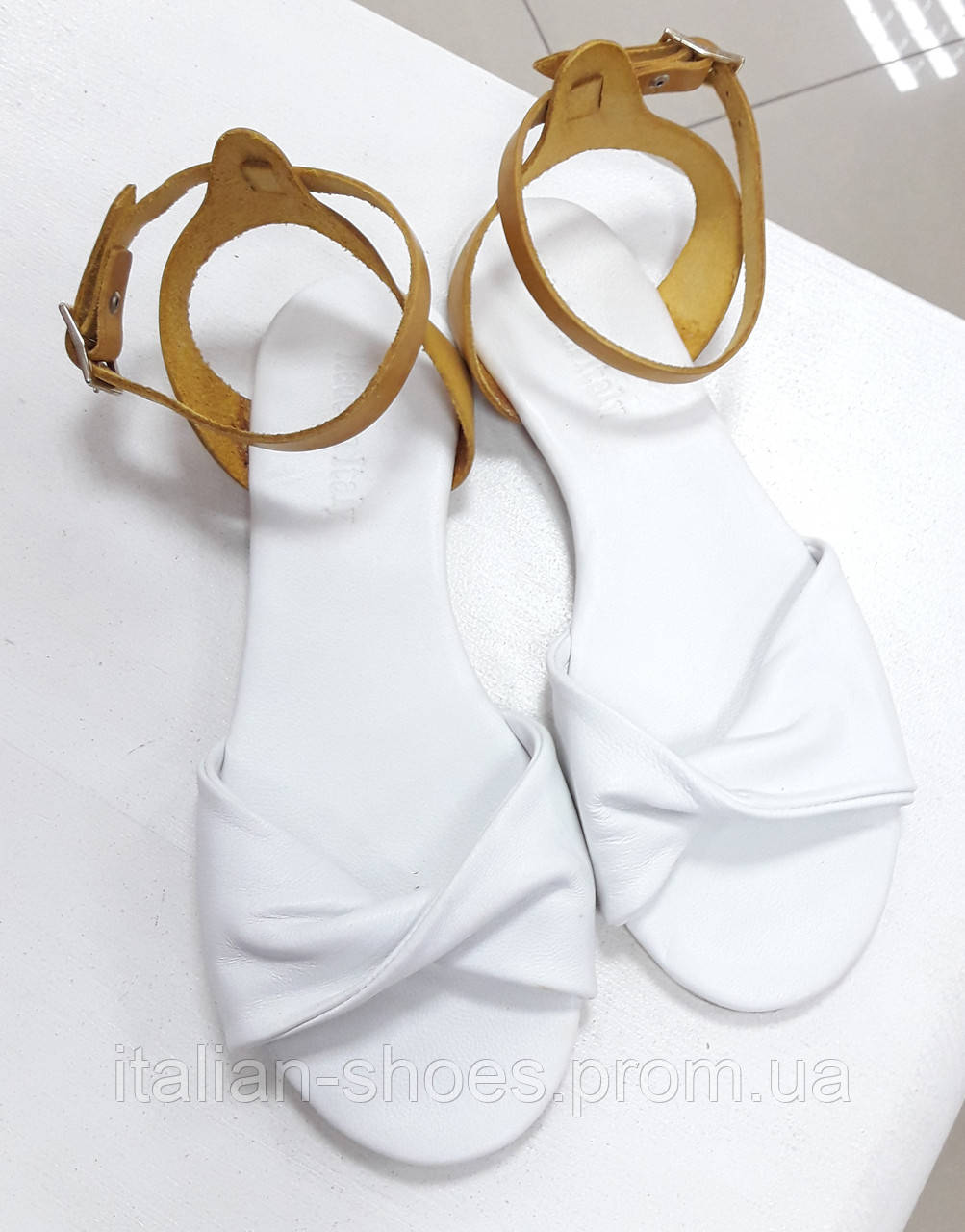 Белые кожаные сандалии Donna Italia