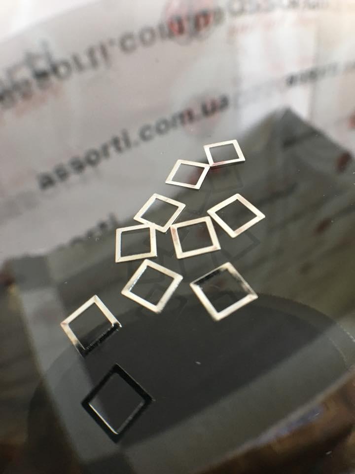 Металлические фигурки квадрат серебро, колба