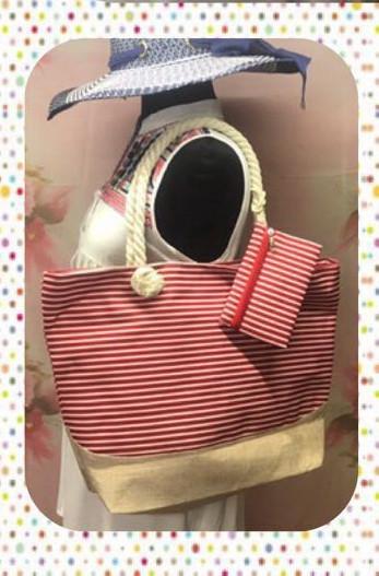 Вместительная женская сумка в полоску в комплекте с кошельком