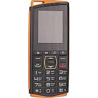 Кнопочный телефон с кнопкой SOS и отверстием для шнурка Sigma Comfort 50 mini4 оранжевый
