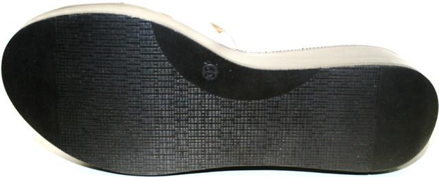 30c31734e Белые кожаные сабо создают добротно. Швы крепкие и долговечны с аккуратной  обработкой. Производители постарались - получилось комфортно и стильно.