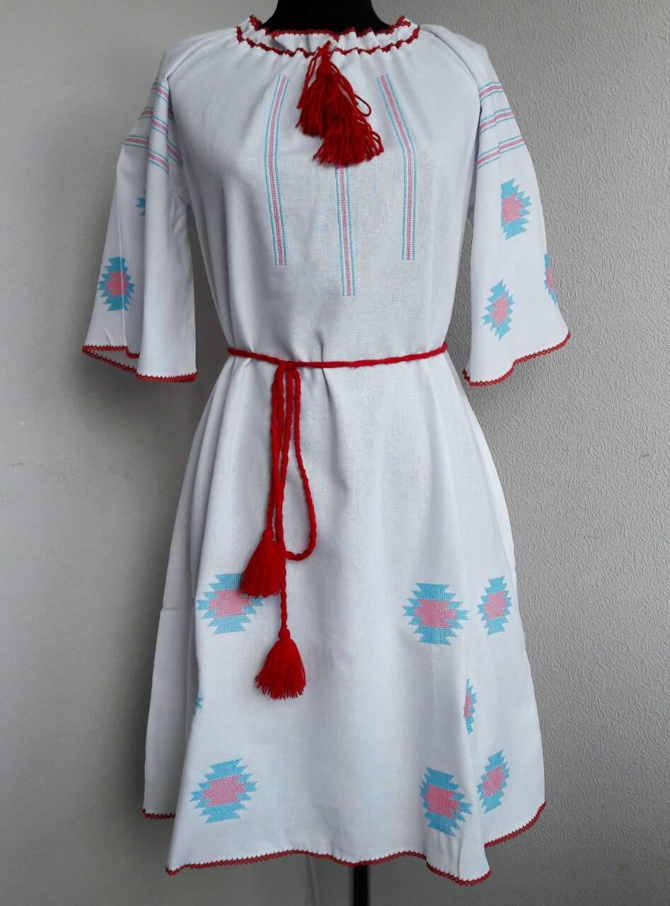 Летнее вышитое платье из льна