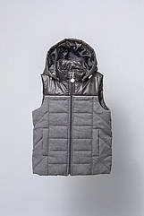 Жилет утепленный с капюшоном для мальчика 6-9 лет, р. 116-134 ТМ Модный карапуз Черно-серый
