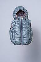 Жилет утепленный со съемным капюшоном для мальчика 1,5-5 лет, р. 86-110 ТМ Модный карапуз Серый
