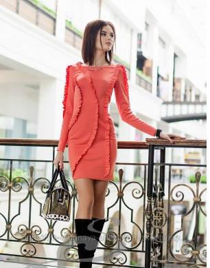 Сукня облягає коралове красиве нарядне, плаття з рюшами