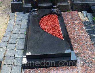 Надгробная плита с цветным щебнем