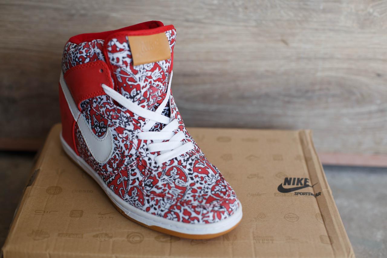 Сникерсы женские Nike красный белый цвета
