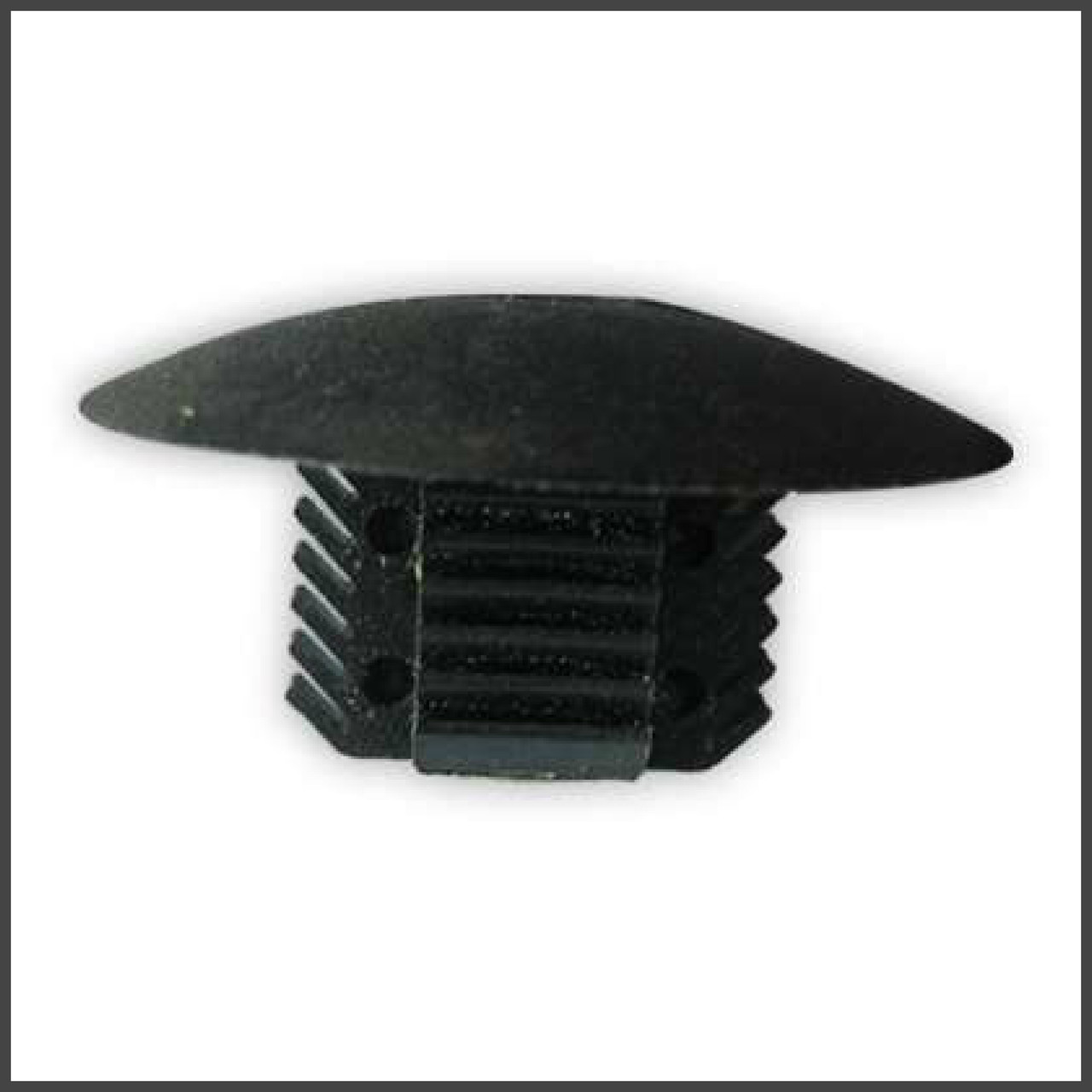Нажимное крепление (ель) подкрылок много моделей Renault. ОЕМ: 7703081188