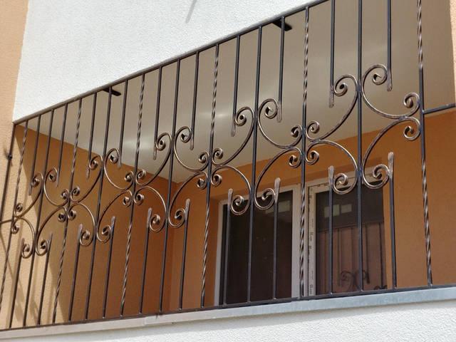 Кованая решетка на окно -1